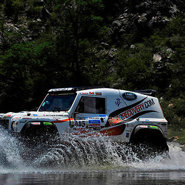 """Land Rover""/jaguarlandrover.com nuotr./Komandos ""Race2Recovery"" lenktyninis automobilis"