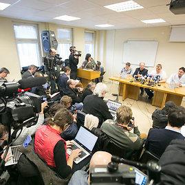 Juliaus Kalinsko/15min.lt nuotr./Automaidano lyderio ukrainiečio Dmytro Bulatovo spaudos konferencija