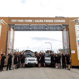 """""""Land Rover""""/jaguarlandrover.com nuotr./Komanda """"Race2Recovery"""" Argentinoje prieš Dakaro ralio startą"""