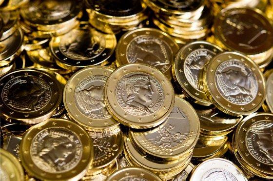 """AFP/""""Scanpix"""" nuotr./Latvijos eurų monetos"""