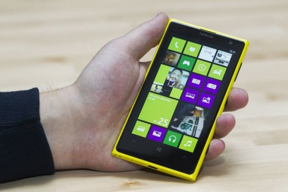 "Telefonai ""Nokia Lumia 1020"" ir ""Sony Xperia Z1"""