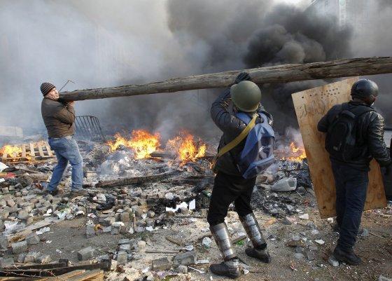 """""""Reuters""""/""""Scanpix"""" nuotr./Protestuotojai Kijeve"""