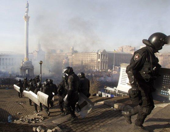 """""""Reuters""""/""""Scanpix"""" nuotr./Milicijos pareigūnai Kijeve"""