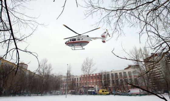 "AFP/""Scanpix"" nuotr./Sraigtasparnis prie mokyklos Rusijoje"