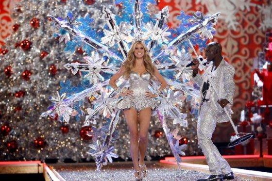 """Heidi Klum ir Sealas per """"Victoria's Secret"""" šou 2007-aisiais"""
