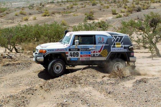 Tomo Tumalovičiaus nuotr./Antano Juknevičiaus ir Vytauto Obolevičiaus ekipažas Dakare