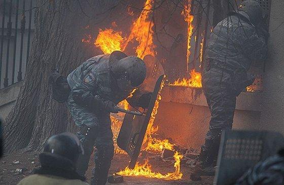 Ukrainos VRM nuotr. /Degantys Ukrainos pareigūnai