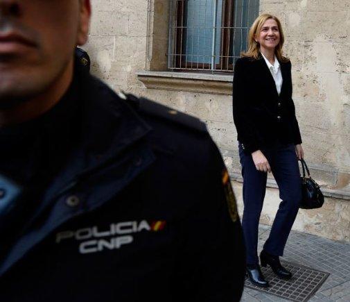 """AFP/""""Scanpix"""" nuotr./Princesė Cristina atvyko į teismą"""