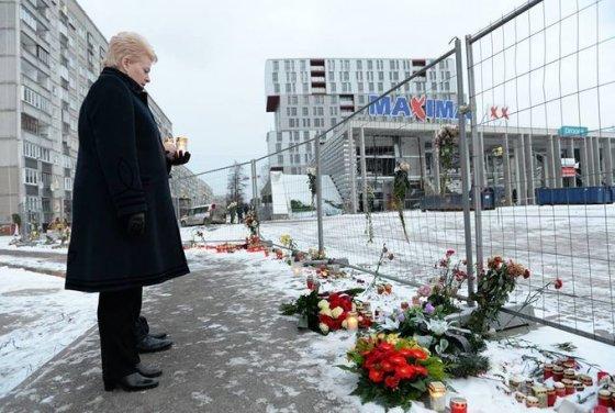 Prezidentūros nuotr./D.Grybauskaitė pagerbė aukas Latvijoje