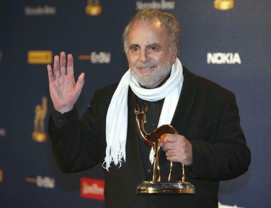 """""""Reuters""""/""""Scanpix"""" nuotr./Austrijos aktoriui Maximilianui Schellui 2009 metais buvo įteikta Bembio statulėlė už viso gyvenimo pasiekimus"""