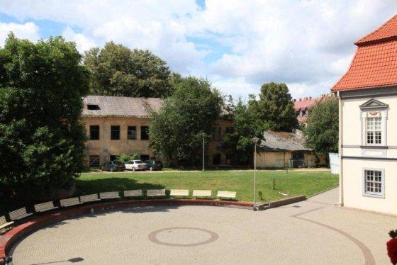LTMKM nuotr./Lietuvos teatro, muzikos ir kino muziejaus kiemas