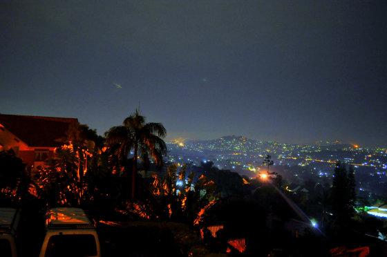 M.Vadišio nuotr./Kampalos priemiesčiai naktį
