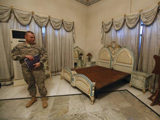 """""""Scanpix"""" nuotr./Lova, kurioje miegojo Irako diktatorius Saddamas Husseinas"""