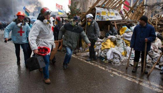 "AFP/""Scanpix"" nuotr./Paramedikai Kijeve"