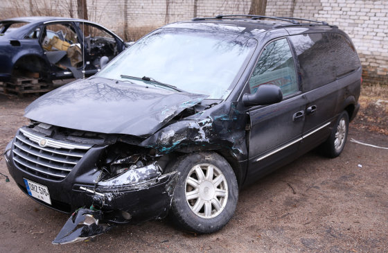 Luko Balandžio/Žmonės.lt nuotr./Gyčio Paškevičiaus automobilis po avarijos