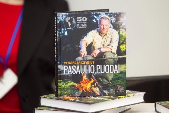 """Viganto Ovadnevo/Žmonės.lt nuotr./Knygos """"Pasaulio puodai"""" pristatymo akimirka"""