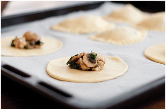 Astos Černės nuotr./Empanados su vištiena ir špinatais