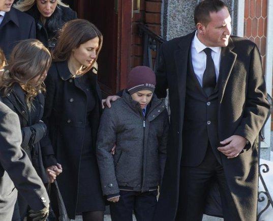 Vito Rizzuto šeima išeina iš bažnyčios
