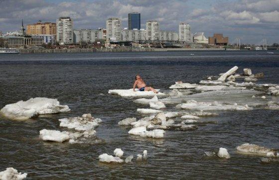 Žmogus ant ledo lyties Krasnojarske