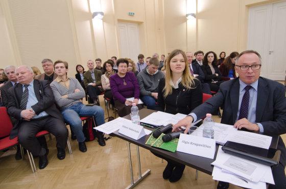 Debatų dalyviai ir organizatoriai