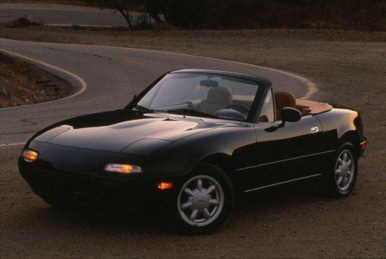 """""""Mazda"""" nuotr./Pirmosios kartos MX-5"""