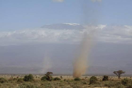Kilimandžaras. Smėlio sukūriai, Kenija