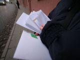 """Juliaus Kalinsko/""""15 minučių"""" nuotr./Registruoti laiškai turi atkeliauti tiesiai į namus, o nesant šeimininkui, pašto dėžutėje paliekamas informacinis lapelis."""