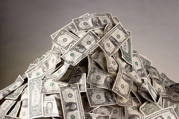 Nelegaliai muzikos parsisiuntusiai moteriai skirta 1,9 mln. dolerių bauda