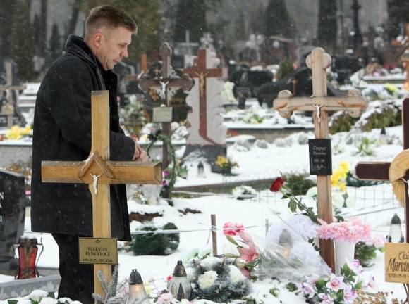Valdo Kopūsto/Scanpix nuotr./Jovita jau priea pusantrų metų atgulė amžinojo poilsio, tačiau jos kapą nuolat lankantis tėvas neranda ramybės: kas tikrasis žudikas?