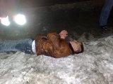 Irmanto Gelūno/15min.lt nuotr./Porsche vairuotoją pareigūnai paguldė ant sniego
