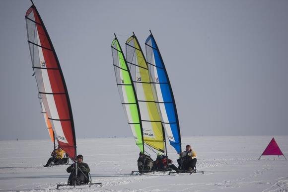 Organizatorių nuotr./ Žiemą buriuojama ant ledo, vasarą  ant asfalto ar sniego.