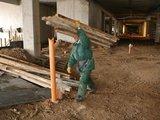 """Juliaus Kalinsko/""""15 minučių"""" nuotr./Sunkmečio prislėgti statybininkai ieško būdų išgyventi."""