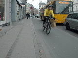 Andriaus Vaitkevičiaus/15min.lt nuotr./Dviračių takai Kopenhagoje driekiasi tarp gatvės važiuojamosios dalies ir šaligatvio
