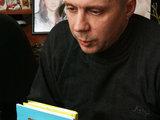 """Valdo Kopūsto/""""Scanpix"""" nuotr. /Tėvas iš pagarbos nužudytai dukteriai ilgai nesiryžo atversti jos dienoraščio, tačiau troškimas išsiaiškinti žmogžudystės aplinkes nugalėjo."""