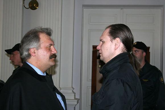 Broniaus Jablonsko nuotr./Konstantinas Michailovas su advokatu