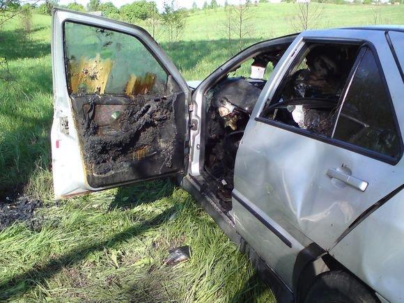 Andriaus Vaitkevičiaus/15min.lt nuotr./Automobilyje rastas stipriai apdegusio vyro kūnas.