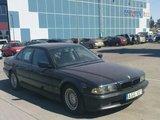 """Jono B./15min.lt skaitytojo nuotr./Prie Ukmergės gatvės """"Maximos"""" – 1995 metais pagamintas BMW 728."""