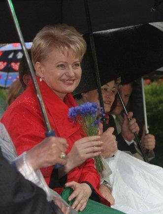 Irmanto Gelūno/15min.lt nuotr./Šventinis prezidentės inauguracijos koncertas – merkiant lietui.