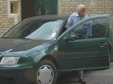 Giedriaus A./15min.lt skaitytojo nuotr./Generalinės prokuratūros atstovas sėda į mašiną ir išvažiuoja.