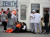 """""""Reuters""""/""""Scanpix"""" nuotr./Iš kruizinio laivo evakuoti žmonės"""
