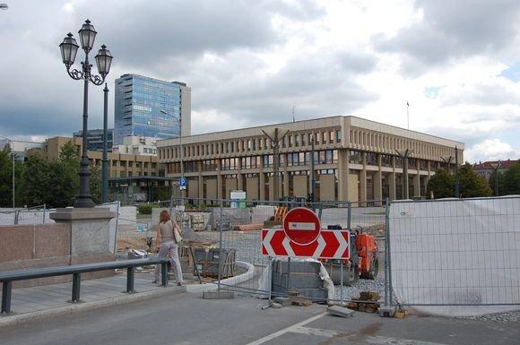 Sauliaus Chadasevičiaus/15min.lt nuotr./Gedimino prospekto atkarpa netoli Seimo kartu su sankryža ties senuoju Žvėryno tilto buvo rekonstruota priea metus. Nuo to laiko ją sudrebino deaimtys identiakų avarijų.