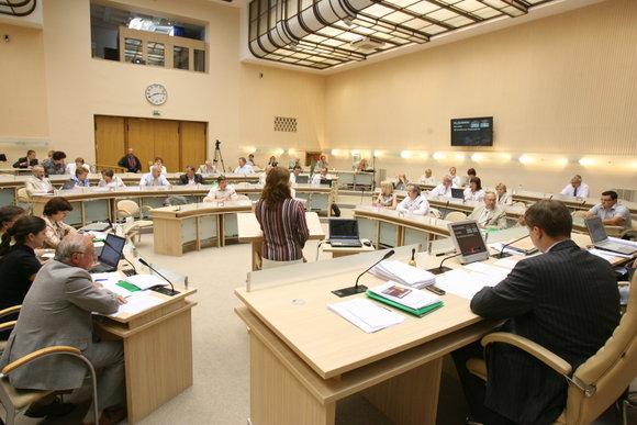 Kauno miesto savivaldybės Didžiojoje salėje ketvirtadienį vyko vieši politiniai debatai, kuriuose dalyavo septynių (iš viso yra 8)  savivaldybės taryboje atstovaujamų partijų atstovai.