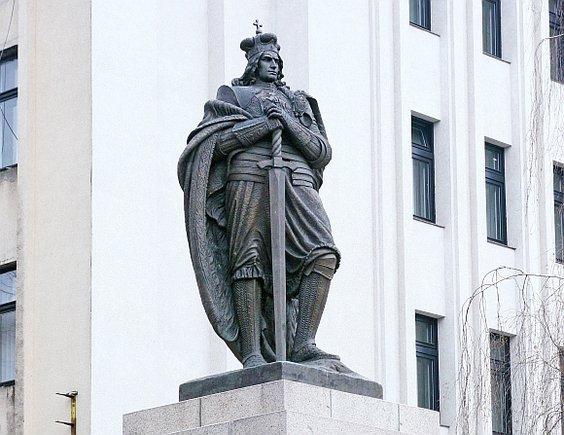 Vytauto Didžiojo paminklas Kaune buvo pastatytas tarpukariu, sovietmečiu nugriautas, o Atgimimo laikotarpiu – atstatytas.