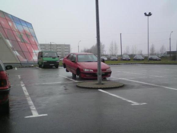 15min.lt skaitytojo nuotr./Fotopolicija: Peugeot be ratų