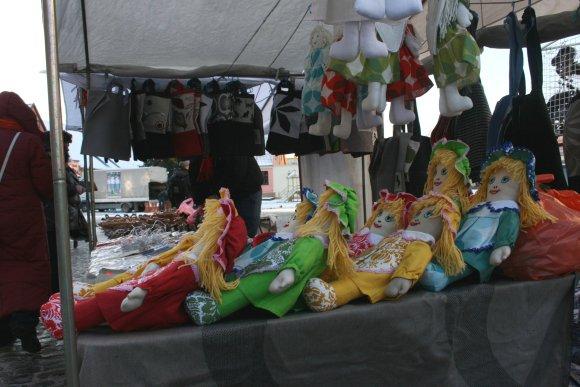 G.Kubiliūtės nuotr./Jomarke dažniausiai pardavinėjami originalūs daiktai.