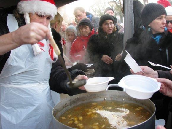 Neringos savivaldybės nuotr./Pirmą naujų metų dieną svečiai vaiainti žuviene.