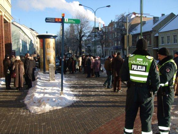 G.Kubiliūtės nuotr./Piketą stebėjo policininkai.