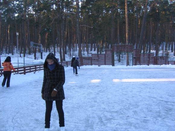 Neringos savivaldybės nuotr./Pramogautojai ant išlieto ledo.