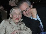 AOP nuotrauka/Steveną Spielbergą ir jo mamą ligi šiol sieja itin glaudus ryšys.