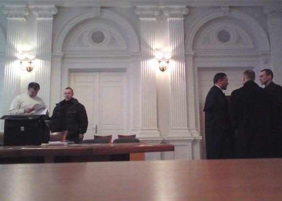 Sauliaus Chadasevičiaus/15min.lt nuotr./A.Masterbrockiui (kairėje) ir V.Golubovskis (deainėje) vėl teko pasinerti į teismų maratoną. Tačiau ieakoti teisybės teismuose vyrams atrodo prasmingiau nei tupėti Lukiakėse.